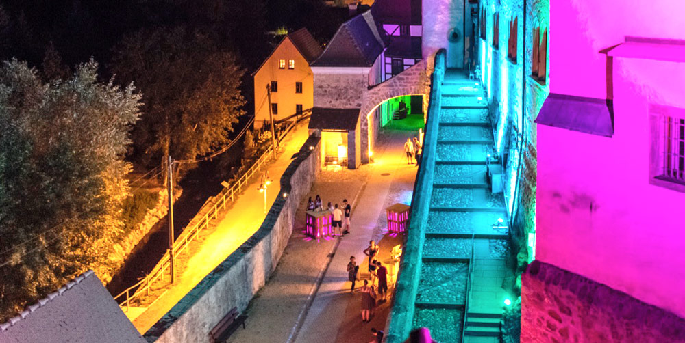 Schloss Klippenstein_Sommer_Kurzfilm_Nacht_spotlight_music_illumination-schlosshof